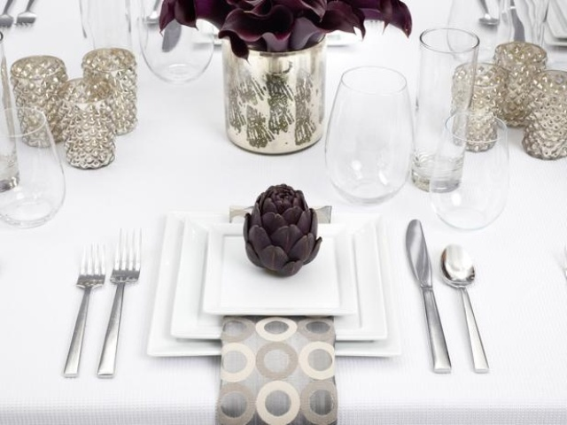 white-dinner-modern-thanksgiving-table-decor.jpg
