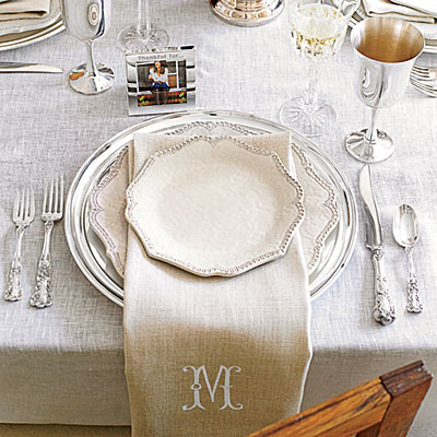 fresh-modern-thanksgiving-table-setting-l.jpg