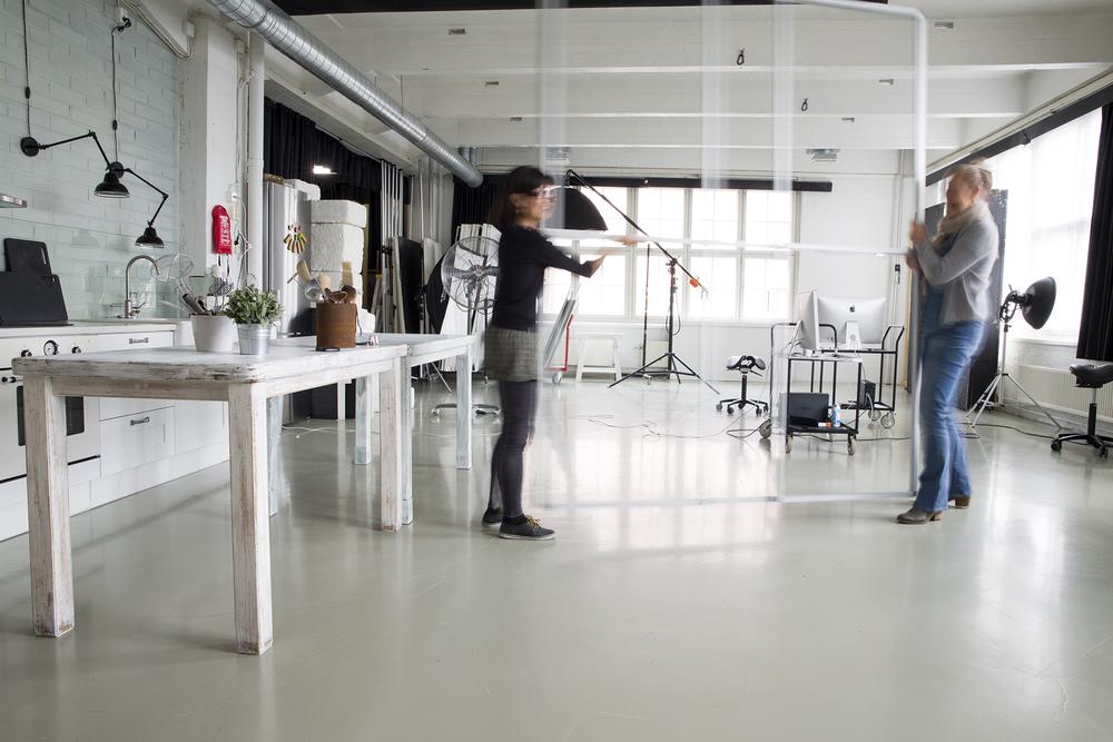 Studioissa 4-5 valo tulee kahdelta suunnalta.