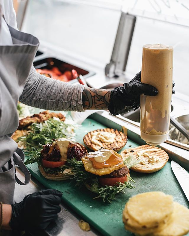 2019 vi er klare! Kom innom å start året med smudibolle, avosandwich, falafel, burger, salat, lasagne, satay, curry, pannekaker, grøt, kaffe 🍏🍌🍍🍋🥦🥕🥑 9.30-20 #Trondheim