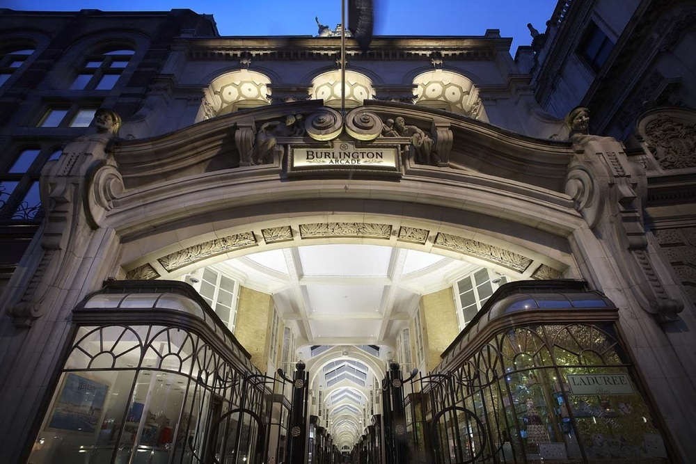 伯灵顿拱廊街(BURLINGTON ARCADE)——奢华与历史交融下的英国瑰宝