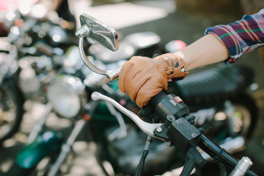 KateDisherQuill_IVV_Gloves_Petrolettes_8.jpg