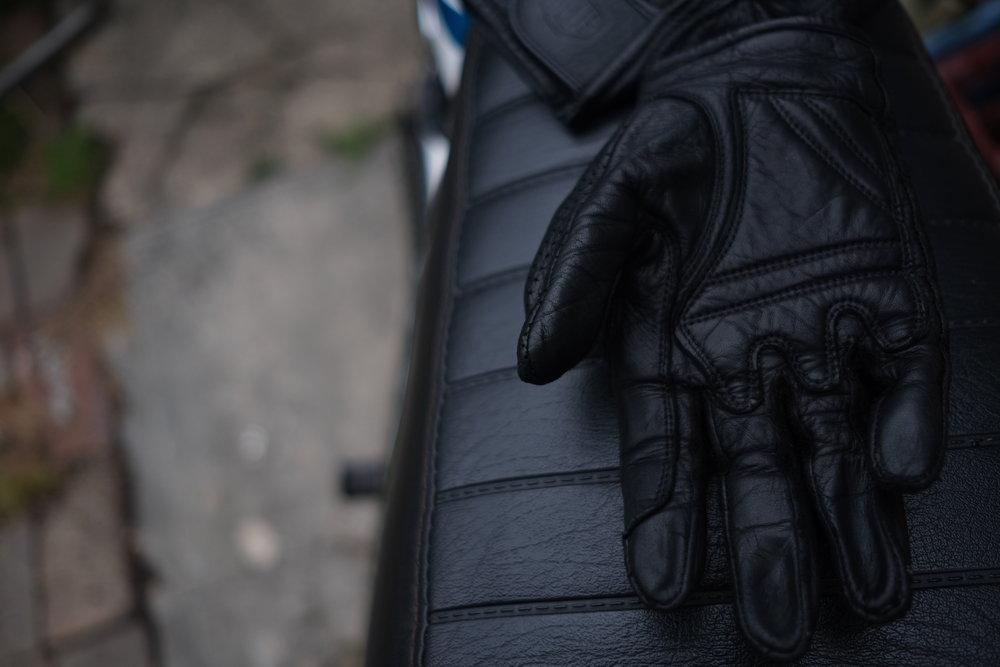 ivv_jo_mcewan_deus_mesh_gloves_1.jpg