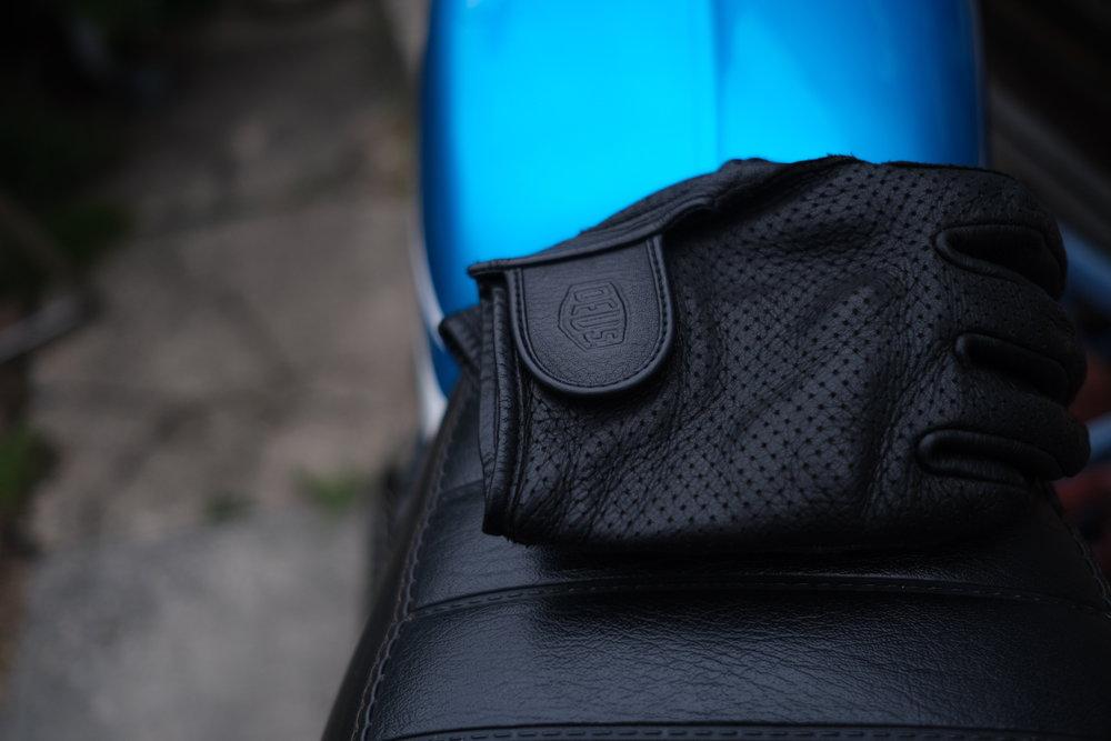 ivv_jo_mcewan_deus_mesh_gloves_2.jpg