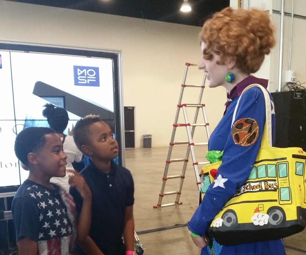 Children speak to a Ms. Frizzle cosplayer about the Magic School Bus episodes they've seen.