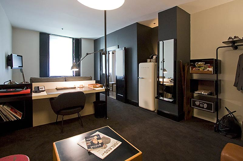the-ace-hotel-new-york-stylish-bedroom-desk-Jeremy-Pelley.jpg