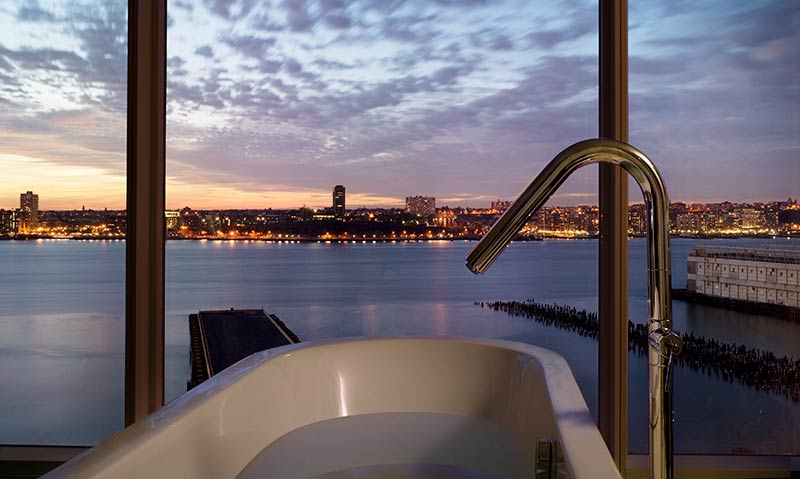 9-the-standard-high-line-hotel-new-york-manhattan-tub-bath-view.jpg