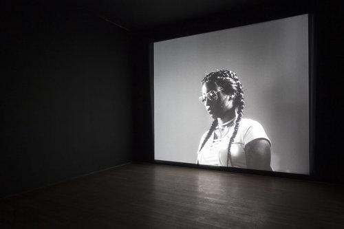 Luke Willis Thompson, autoportrait, 2017. Installation view The Photographers' Gallery 2018. Photo Kate Elliott