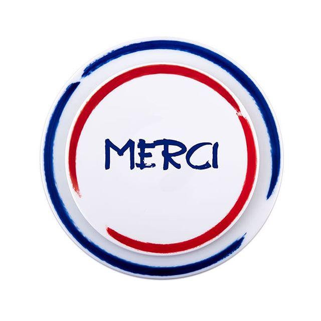 SITE COROT celebrates the blue team #mercilesbleus #vivelesbleus #allezlesbleus #vivelafrance #madeinfrance #frenchmade #sitecorot #porcelainedelimoges #porcelainesitecorot #porcelain #limogesporcelain #tableart #tableartdecor #parisgift #luxurygift