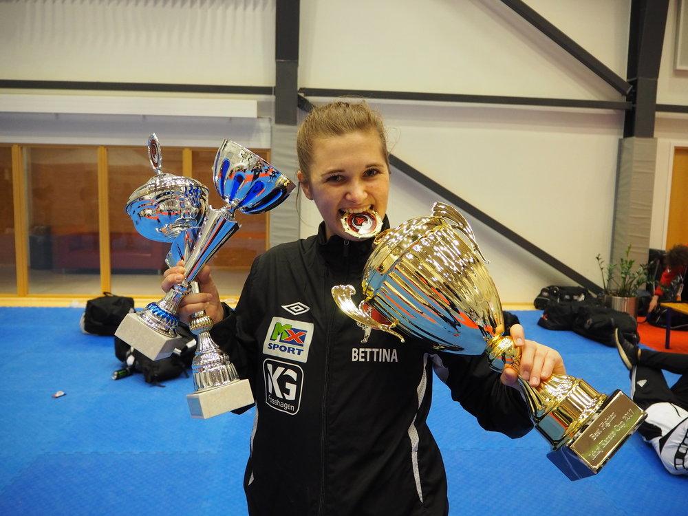 """Dobbel gull i Ishøj & prisen for """"Best Fighter"""" 2017"""