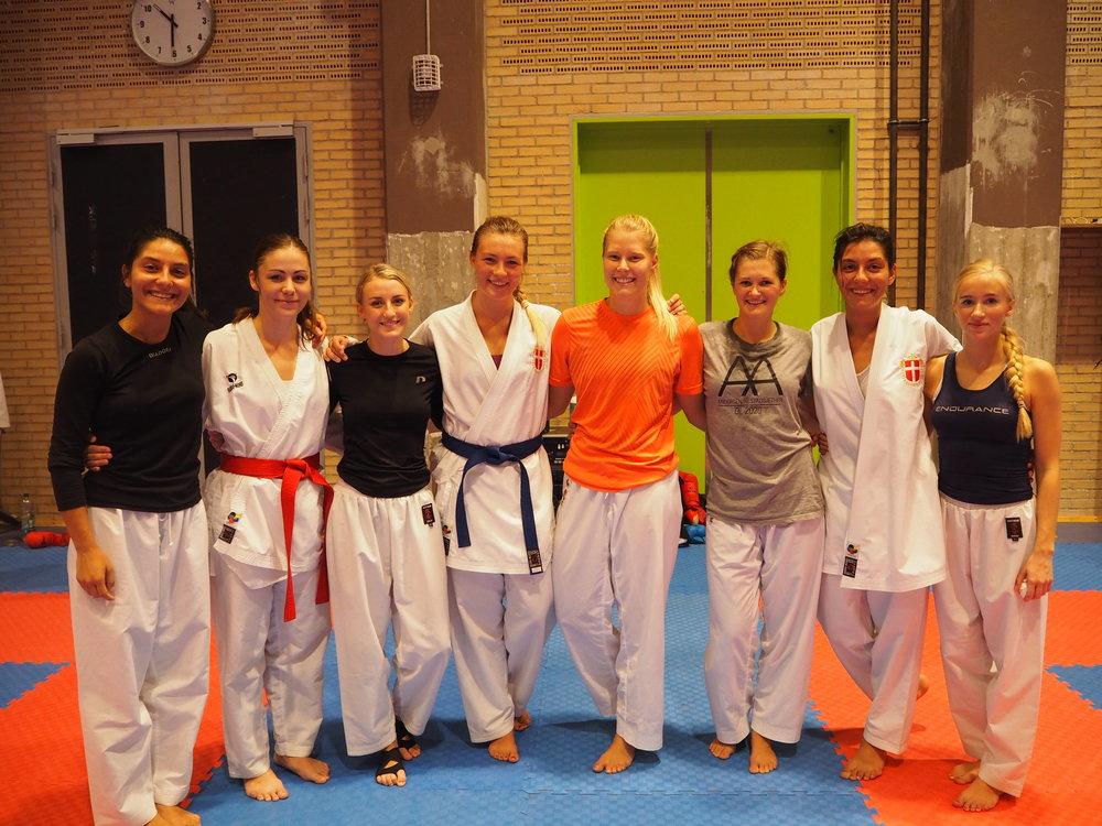 Sammen med Sportskarate jentene