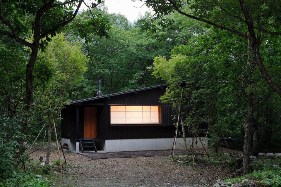 satoshi-irei-habuka-mountain-retreat-exterior2-via-smallhousebliss.jpg