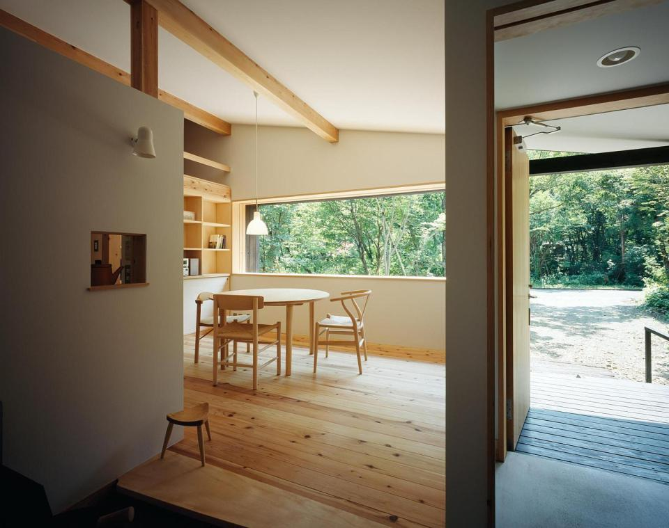 satoshi-irei-habuka-mountain-retreat-entry2-via-smallhousebliss.jpg