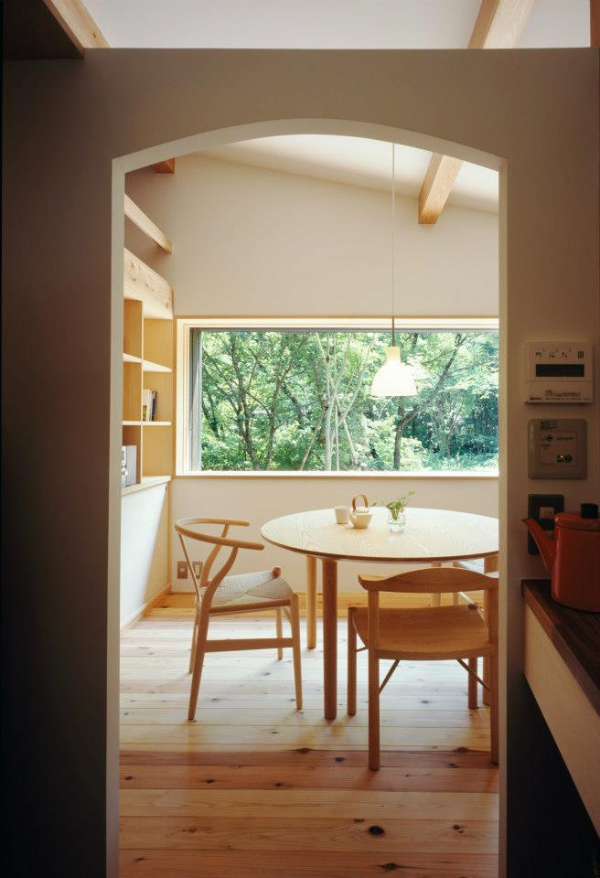 satoshi-irei-habuka-mountain-retreat-living6-via-smallhousebliss.jpg