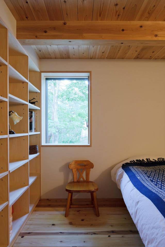 satoshi-irei-habuka-mountain-retreat-bedroom-via-smallhousebliss.jpg