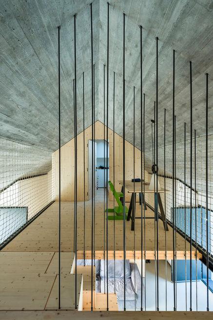 compact-karset-house-balcony-rope-walls_0.jpg