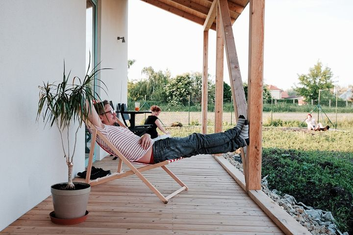 ist-rodinny-dom_home_in_slovakia_porch.jpg