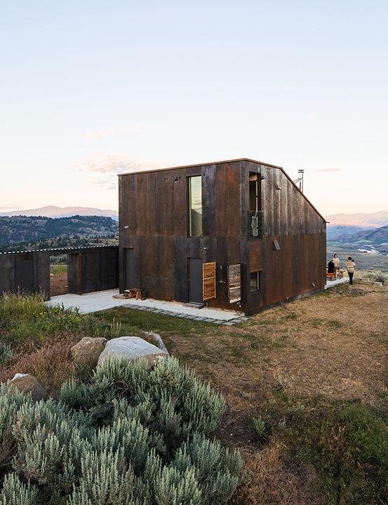 sailing_the_high_desert-prefab-vaction-home-narrow-building-storage-outdoor-kitchen-facade_0.jpg