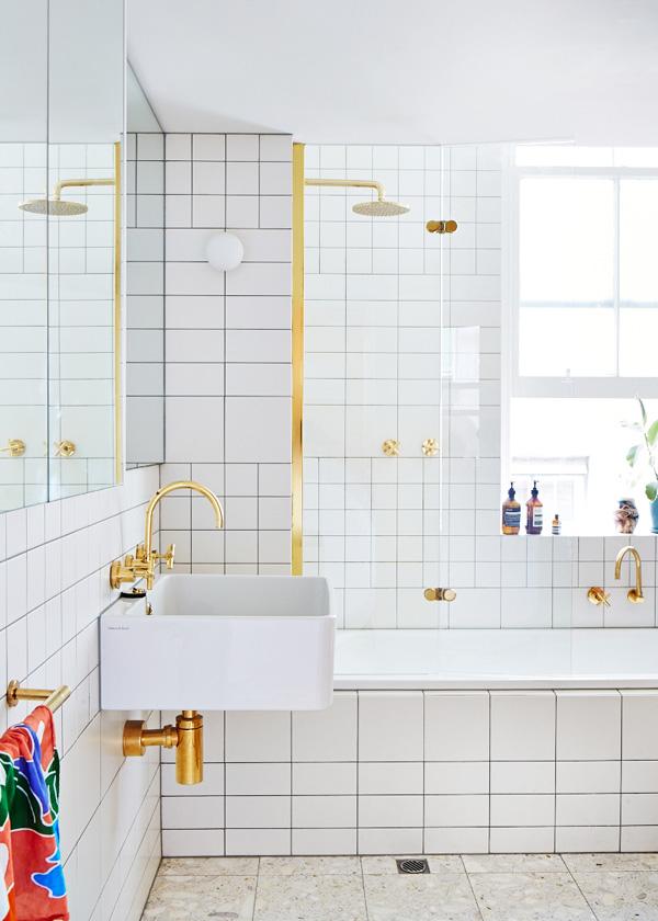 Melbourne apartment - salle de bain avec robinetterie chromée.jpg