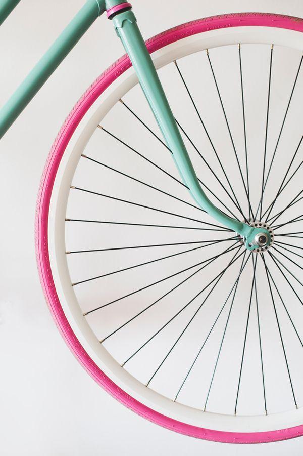 Vélo avec roue rose