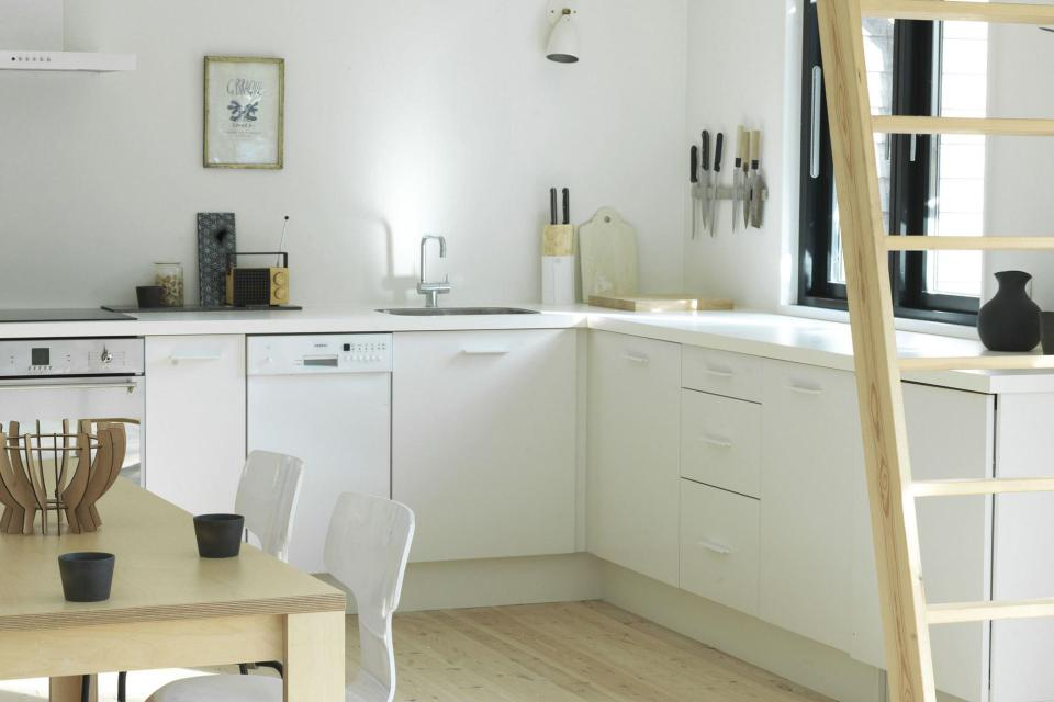 moen-huset-tisvildeleje-kitchen3-via-smallhousebliss.jpg
