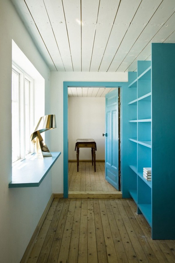 summerhouse-skane-lasc-studio-hallway1-via-smallhousebliss.jpg