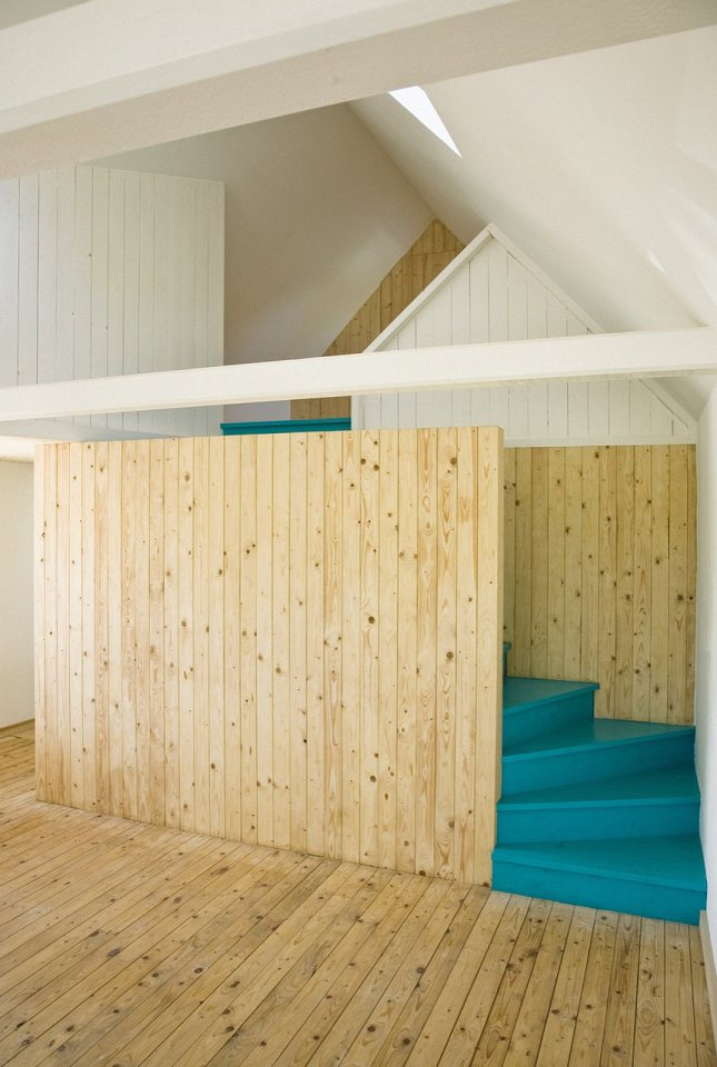summerhouse-skane-lasc-studio-stairs1-via-smallhousebliss.jpg