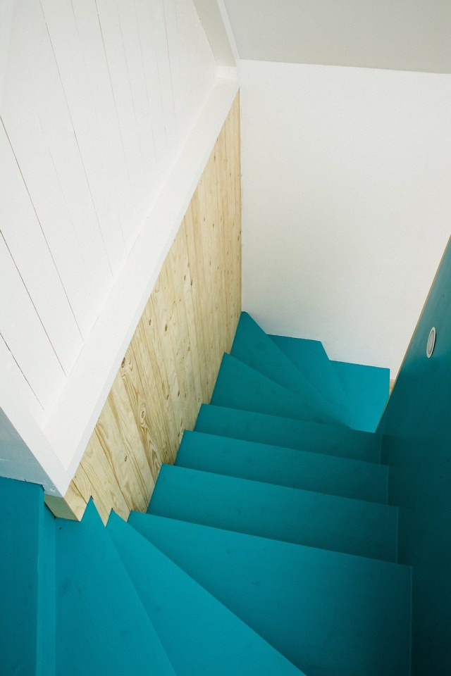 summerhouse-skane-lasc-studio-stairs2-via-smallhousebliss.jpg