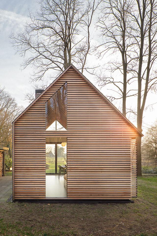 Une petite maison lumineuse aux pays bas la mini maison for Petite maison design