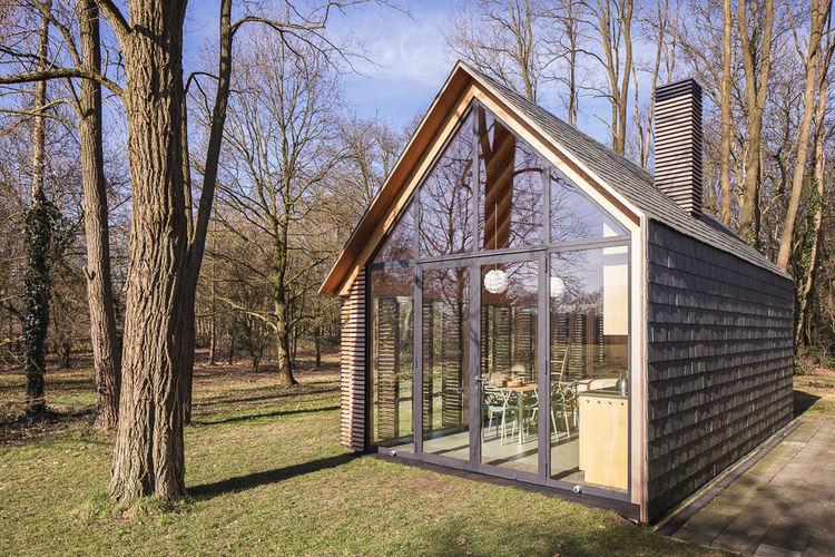 Une petite maison lumineuse aux pays bas la mini maison - Interieur houten huisje ...