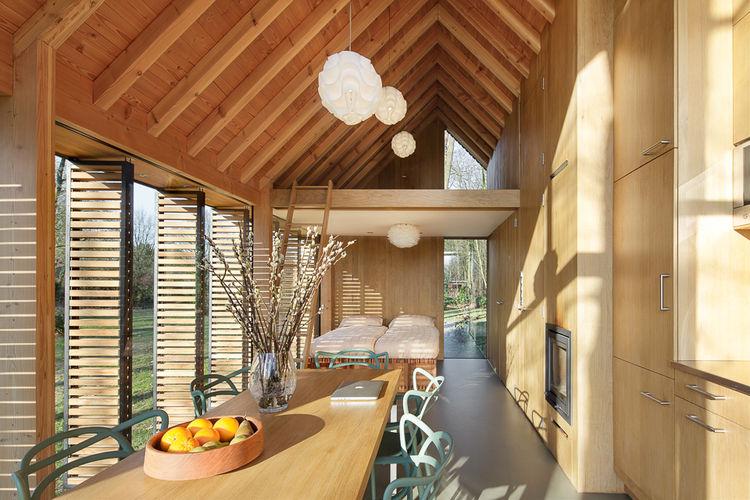 Une petite maison lumineuse aux pays bas la mini maison for Interieur d une maison