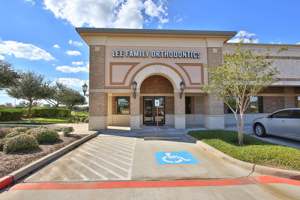 Sienna Plaza - 9,817 sf multi-tenant retail facility in  Missouri City, Texas .