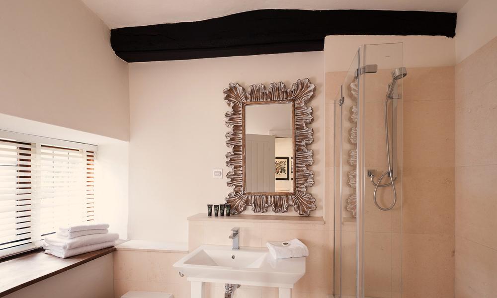 Bathroom Landscape Lo.jpg
