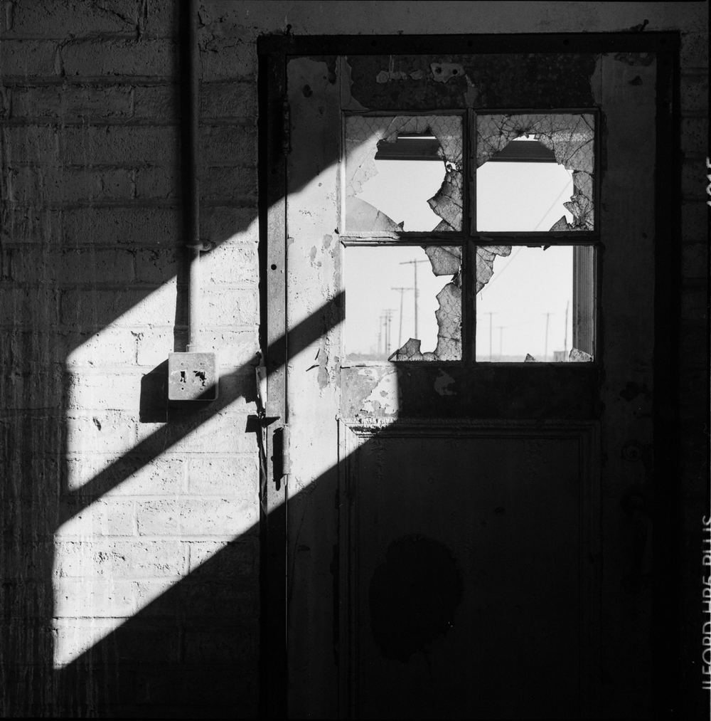 dont-leave-the-light-on_19892903013_o.jpg