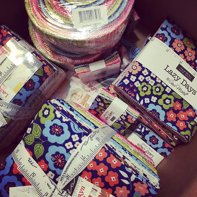It's a happy day when samples show up at my door! #lazydaysfabric #showmethemoda #quilt #fabric #ginamartinfabric #modafabrics #surfacepatterndesign