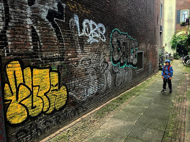 Street kid #streetart  #thedutch #thenetherlands #dutch #amsterdam #imagesforyoursenses #streetphotography #traveler #pictureoftheday #graffiti #graffitiporn #lovemyboo