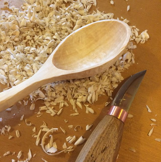 *swipe left for more* My hands needed a field trip from pottery so I carved my first spoon. I really want to learn a knife finish so I did not sand. I have to start somewhere. Scary how the time flies. Will try to always have a spoon going to get my hours in. Did not shoot for any classic shape or a crank, this was mostly an exercise in getting used to the tools. There was a knot in the handle so I decided to just go with the grain. #thepotterstone #spooncarving #spoon #firstgo
