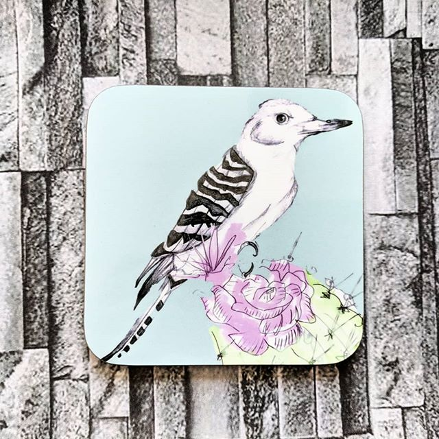 Colourful Tableware 🐦  Our desert woodpecker illustration is available on a range of homewares, including coasters, cushions and porcelain mugs.  #woodpecker #desertbird #bird #birdillustration #birdcoaster #birdhomeware #tableware #coasters #birddecor #housewarminggift #giftideas #colourful #madeinscotland #etsyfinds #printdesign #birdprint