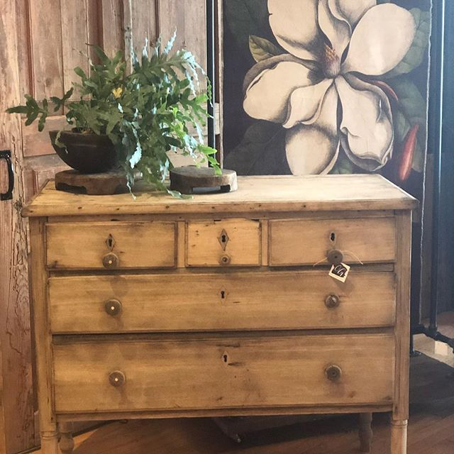 We have been busy filling the store with some beautiful new pieces as we begin a fresh, new year at Old Glory!  #oldgloryantiques #oldglorystyle #oldglorydenver #denverantiques #southbroadwaydenver