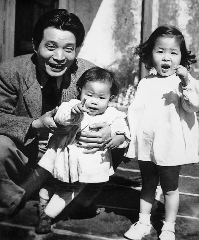 Sima Wensen (司马文森), aged thirty, with two of his daughters, Sima Xiaomeng (司马小萌) and Sima Xiaolan (司马晓兰). This photograph was taken in 1946, at their home in Hong Kong, the year before Joseph Kalmer's letter arrived.