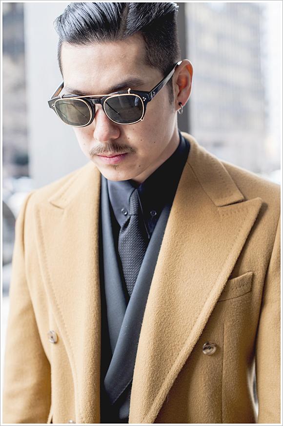 HVRMINN // Focus: The high peak lapels and warm, caramel color of his coat!