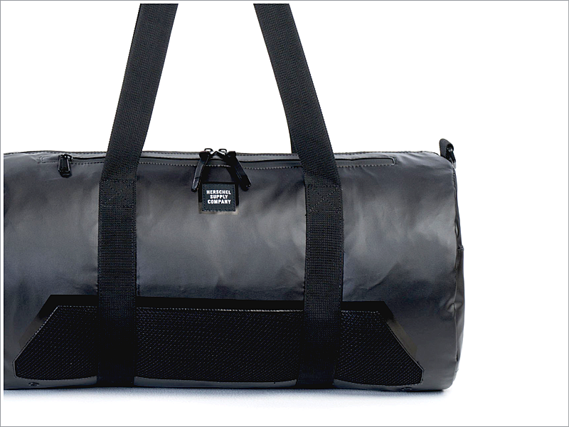 Hershel Supply Co. Sparwood Duffle Bag // Focus: Has water-resistant coating for hassle-free                                                                           traveling!