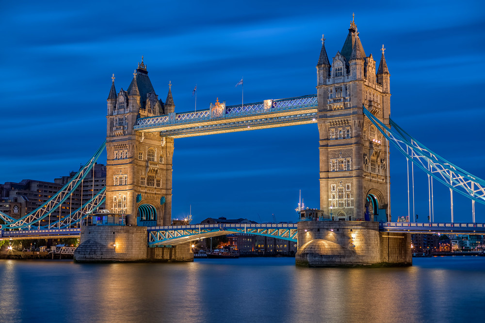 Tower Bridge - London using manual focus. I focused on the set of windows on the right of the bridge.