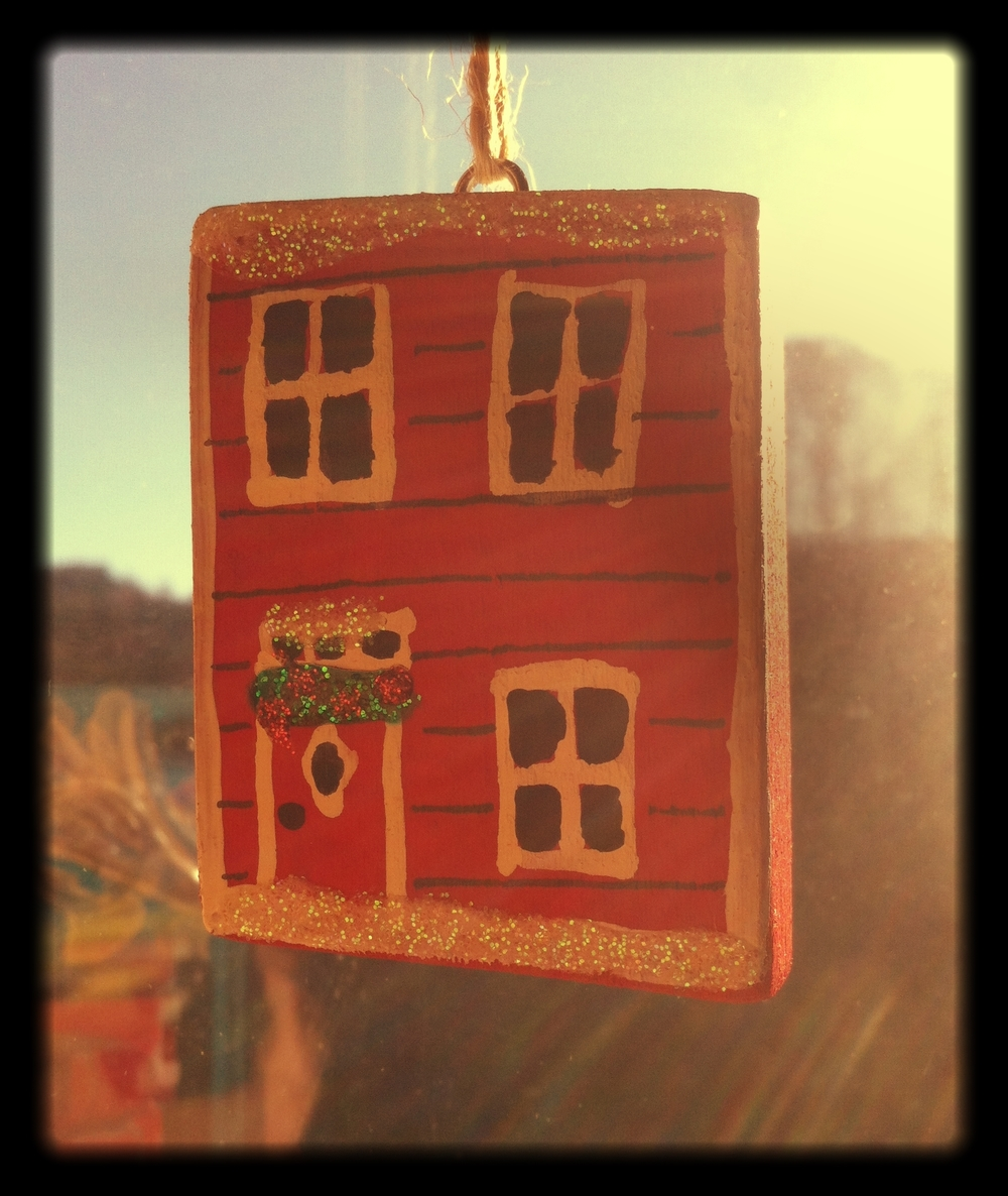 A_Newfoundland_Christmas_House_Decoration
