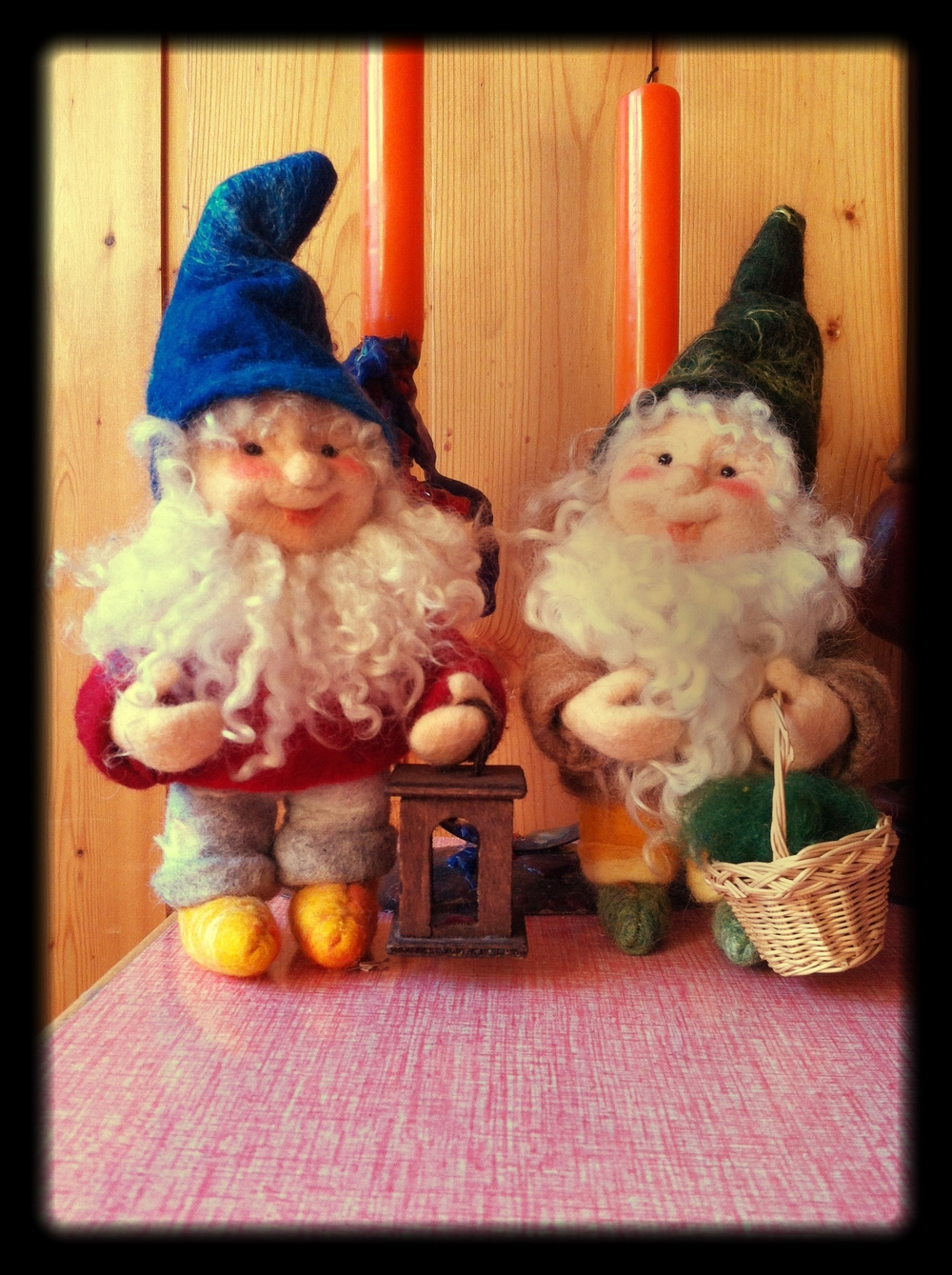 Two_Beautiful_Gnameless_Gnomes