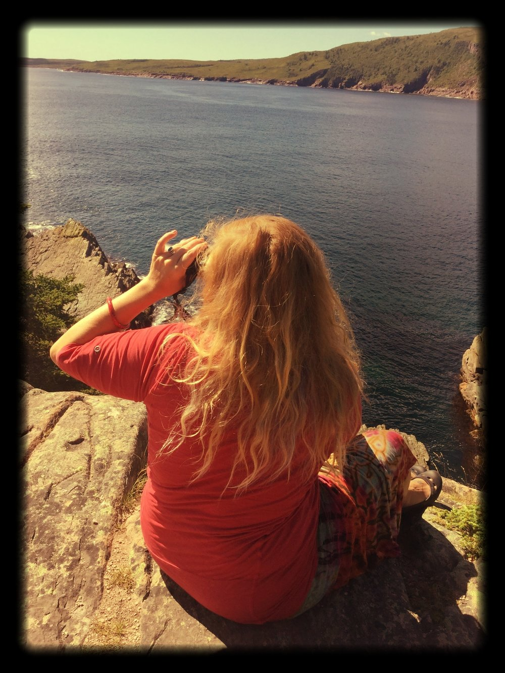 Lindsay_on_a_rock_on_The_Rock_out_to_Sea