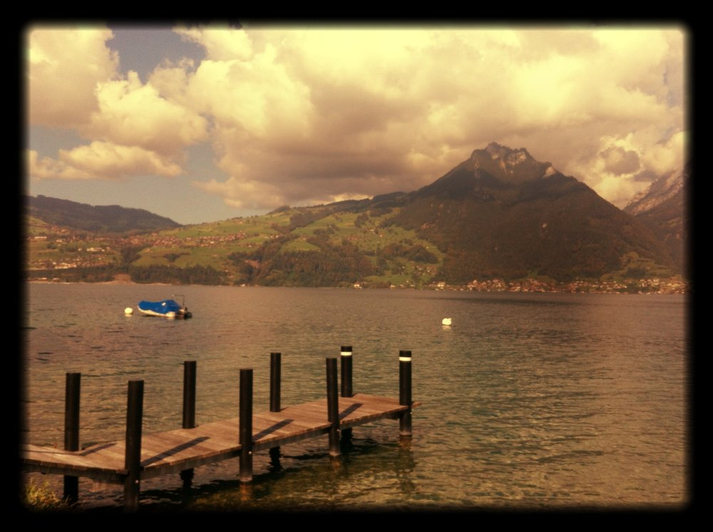 A_Lovely_place_for_a_stroll_along_the_banks_of_Thunersee