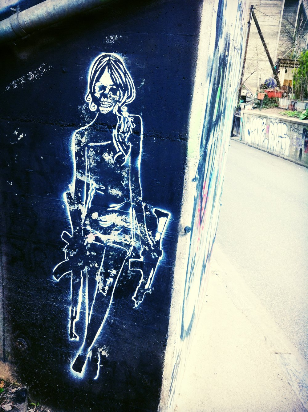 Street_art_in_Bern_where_E_has_won