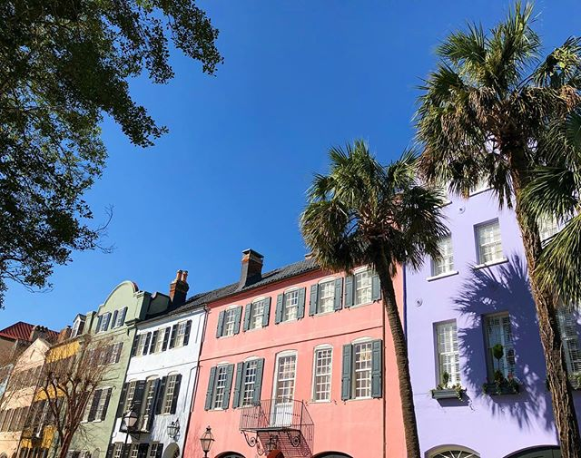 Somewhere over the rainbow 🌈 #rainbowrow #charleston #southcarolina