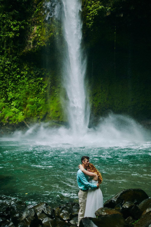 Engagement_La_Fortuna_Waterfall 04.jpg